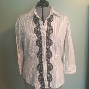3/4 sleeve button down with lace detail